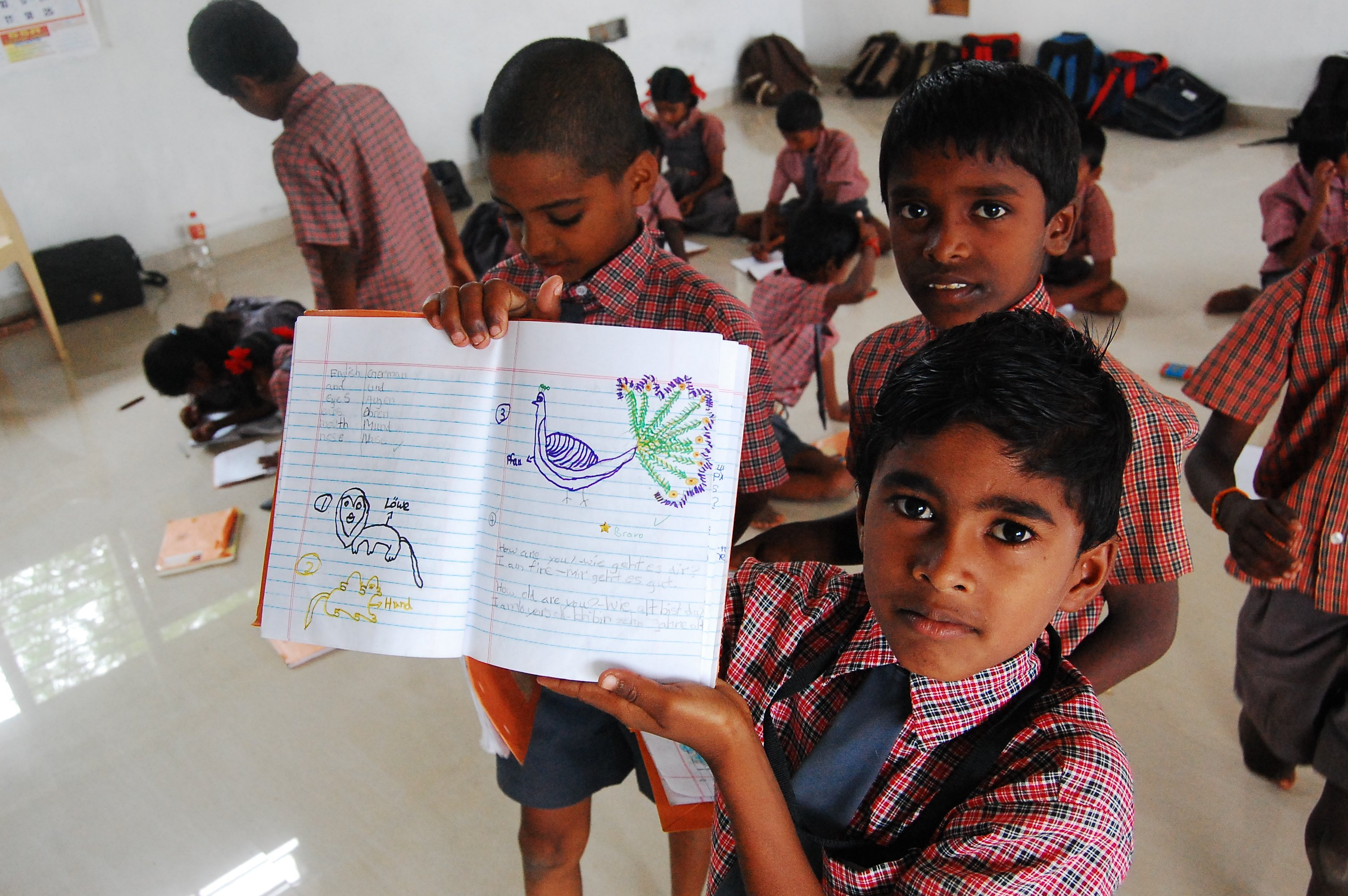 Schulkinder in Vellakulam
